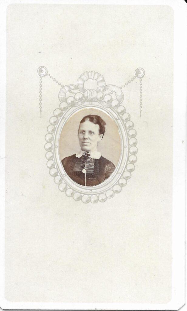 """CDV """"Mrs Robt Fell of Somerville, Upper Edgerton Huddersfield"""""""